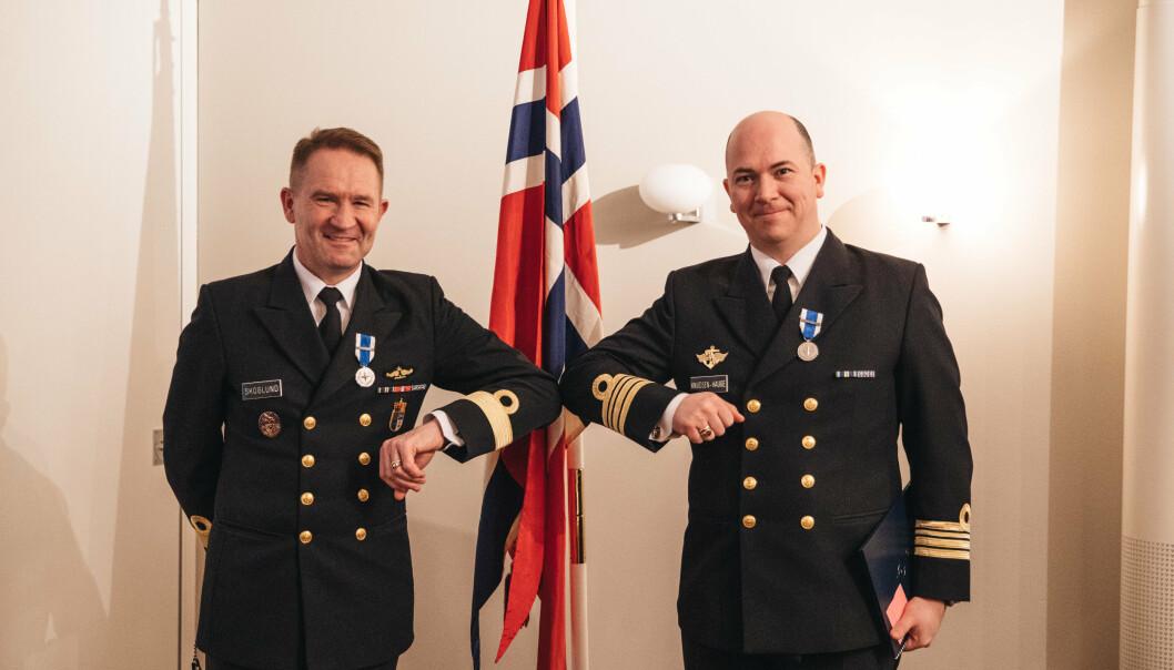 Flaggkommandør Yngve Skoglund og kommandørkaptein Henning Knudsen-Hauge.