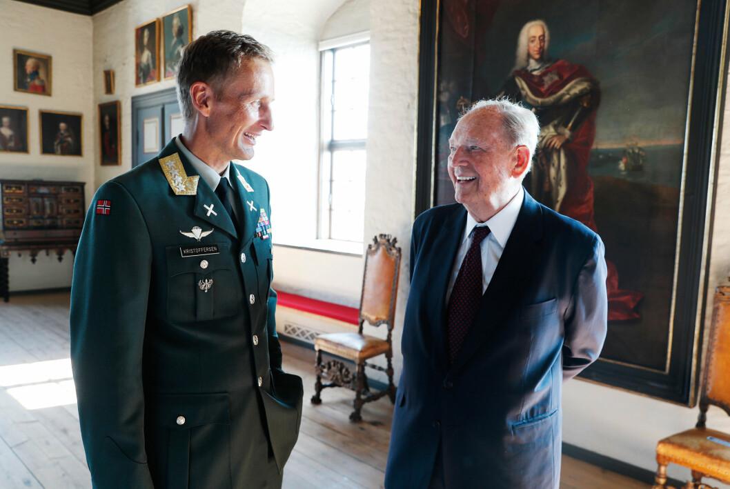 General Eirik Kristoffersen og Erling Lorentzen i forbindelse med innsettelsen av Kristoffersen som forsvarssjef høsten 2020.