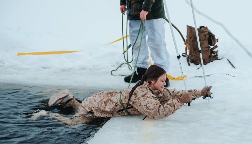 COOL EXPERIENCE: – I actually enjoyed the ice-breaking drills. It was a great learning experience thanks to the Norwegian instructors, says Kayla Olsen.