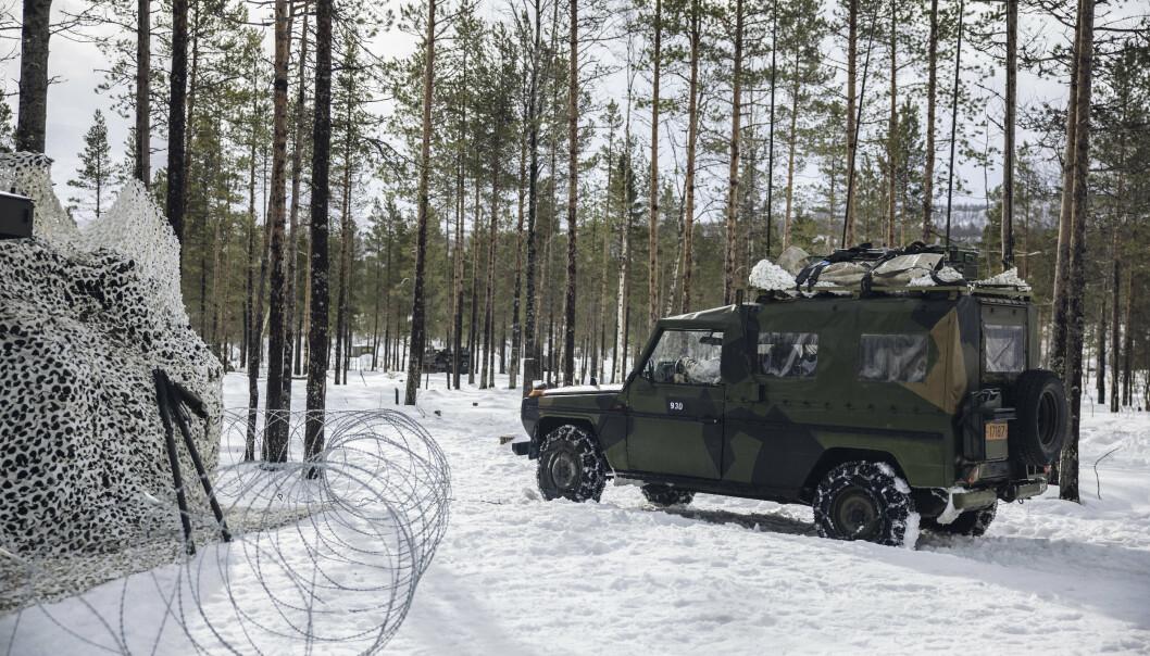 BESKYTTET: Kommandoplassen Panserbataljonen har satt opp utenfor Setermoen leir er beskyttet med piggtråd.