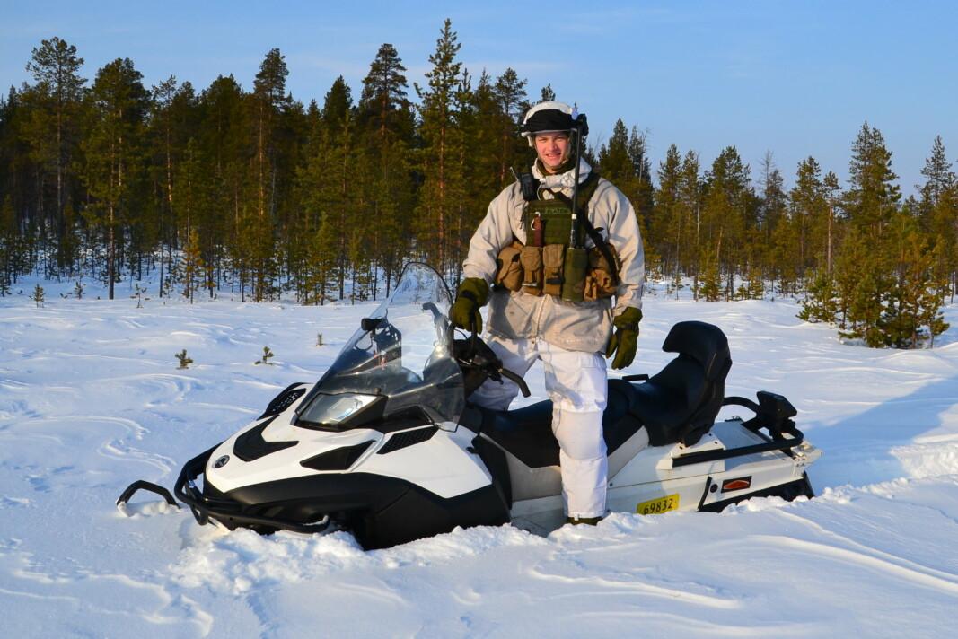 SCOOTER: Bereten er ikke like praktisk å ha på hodet når oppdraget skal løses i mange minusgrader og i scooterfart.