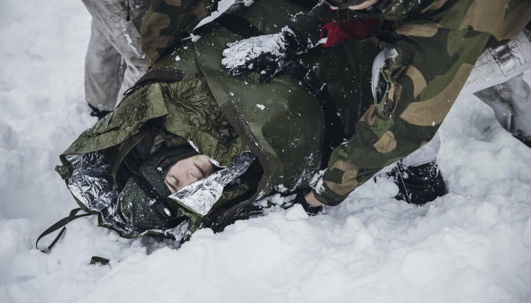 FORSIKRING: TVO ønsker at soldater skal være forsikret i all tid de er inne i førstegangstjeneste. Bildet viser en vernepliktig markør fra Sambandsbataljonen, under en Skredøvelse.