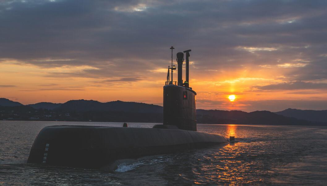 NY: Norge skal få levert nye 212CD-ubåter i 2029. Her er ubåten KNM Utvær fra Ula-klassen som seiler i en fjord utenfor Bergen.