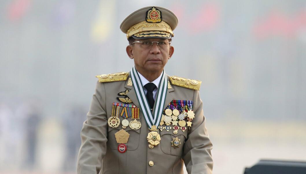 Juntaleder Min Aung Hlaing lovet demokrati og nye valg i en tale under militærparaden lørdag. Samtidig skal en rekke mennesker ha blitt drept i nye sammenstøt mellom demonstranter og sikkerhetsstyrker rundt om i landet.