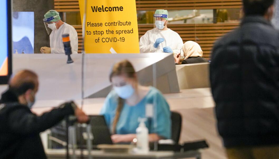 TEST: Vi er sikkert godt rustet mot pandemi når den neste krisen kommer, skriver Tom Myrvold. Her ser vi koronatest på passasjerer ved Oslo lufthavn.