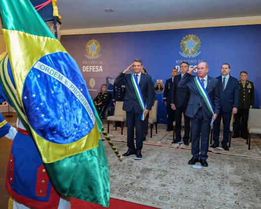 Brasils forsvarsminister går av etter vaksinebråk