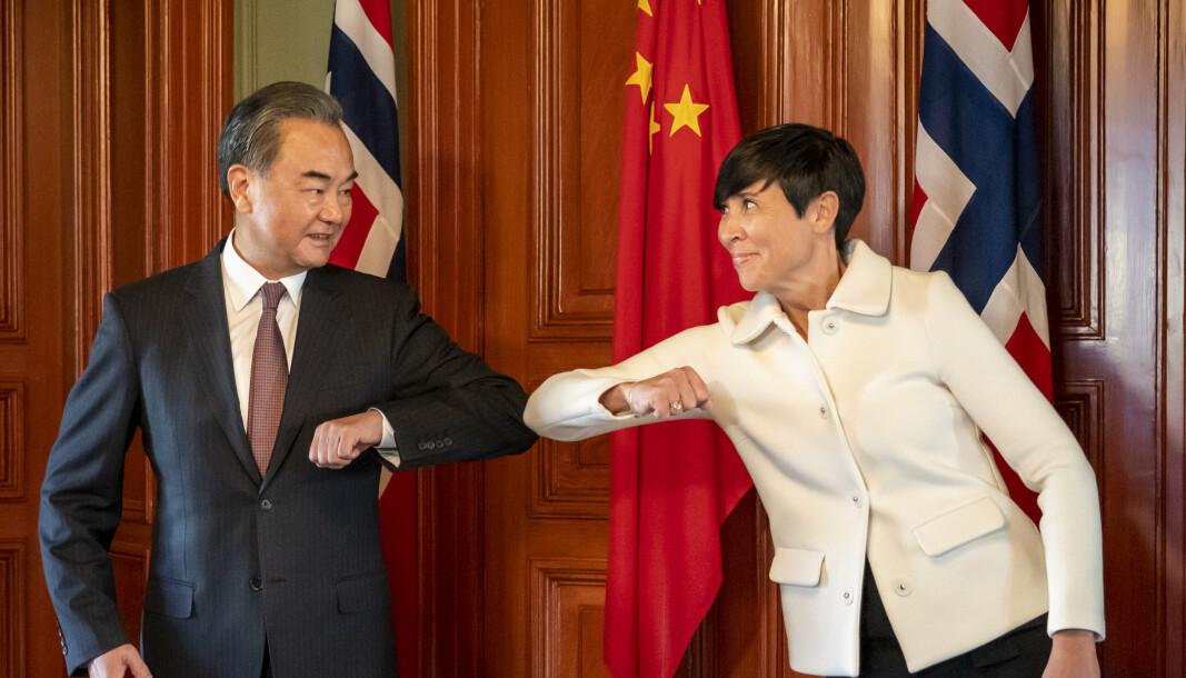 I august i fjor kom Kinas utenriksminister Wang Yi på besøk til Oslo for å holde samtaler med Ine Eriksen Søreide. Nå følger Norge etter EU og innfører sanksjoner mot Kina.