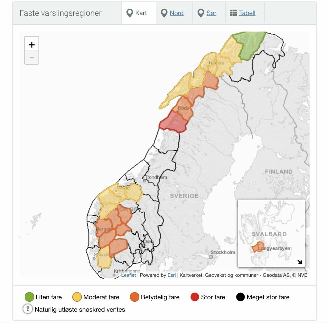 Slik ser snøskredvarselet ut tirsdag. De oransje feltene markerer betydelig fare, mens de gule feltene markerer moderat fare for snøskred.
