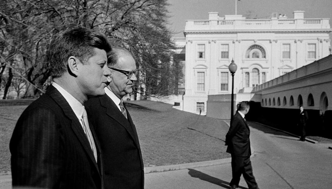 USA-HJELP: Sveriges statsminister Tage Erlander sammen med USAs president John F. Kennedy i Washington, DC i 1961. Våpenteknologi fra USA var en viktig grunn til at Sverige ikke utviklet sin egen atombombe.
