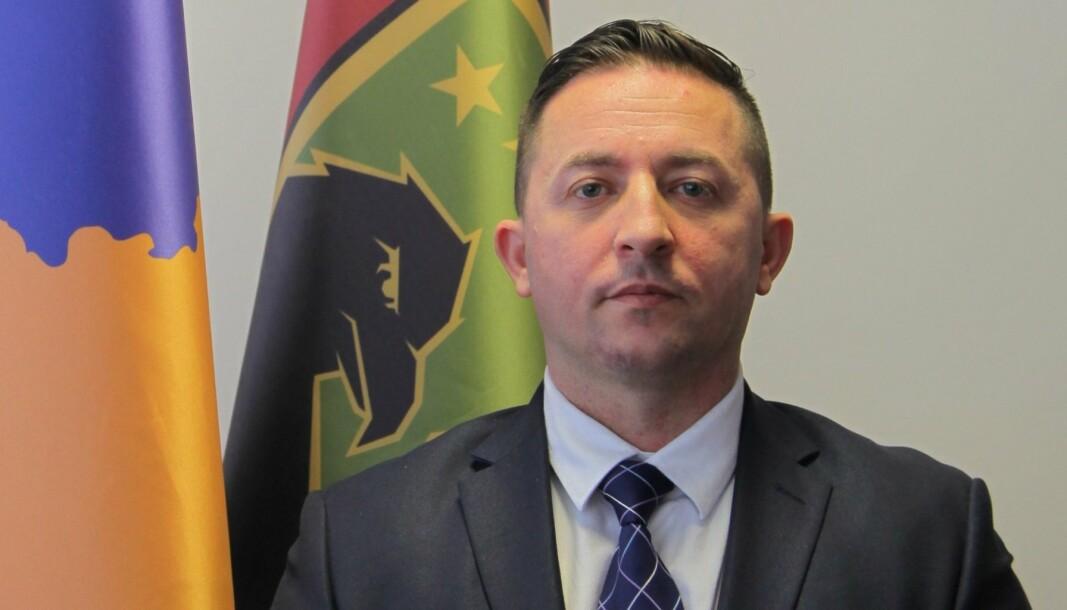 POLITIKER: Armend Mehaj har tatt veien fra ansatt i Forsvaret i Norge til å bli forsvarsminister i Kosovo.