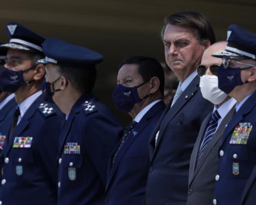 President Bolsonaro sparker forsvarsledelsen i Brasil