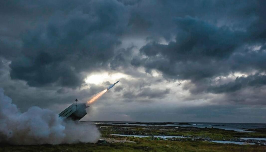 AKTUELL KANDIDAT: Et AMRAAM-ER bakke til luft-missil blir avfyrt fra NASAMS ved testsenteret på Andøya i august 2016.