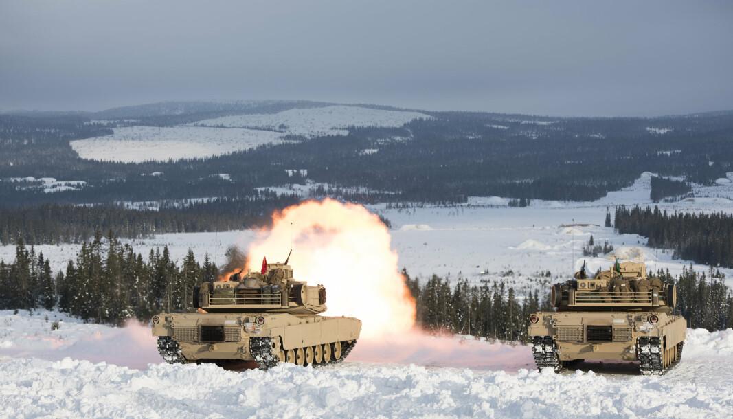 ØVELSE: US Marine Corps trener skarpskyting med stridsvogn 1A1 Abrams i skytefeltet i nærheten av Rena leir.
