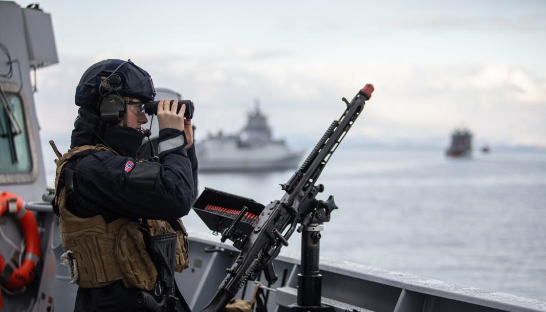 Norges forsvarsproblem ligger ikke på land. Problemet ligger i luft- og sjørommet utenfor, skriver oberstløytnant Tormod Heier. Dette bildet er fra en øvelse i Nord-Norge i 2021.