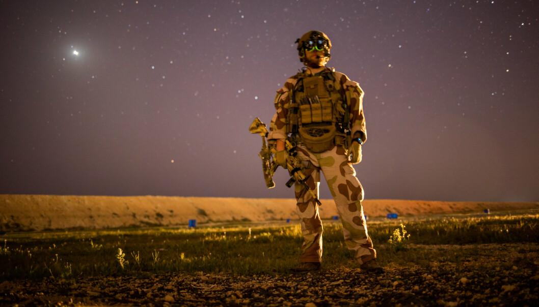STJERNEKLART: Norsk soldat på øvelse ved Ain al Assad-basen i Irak.