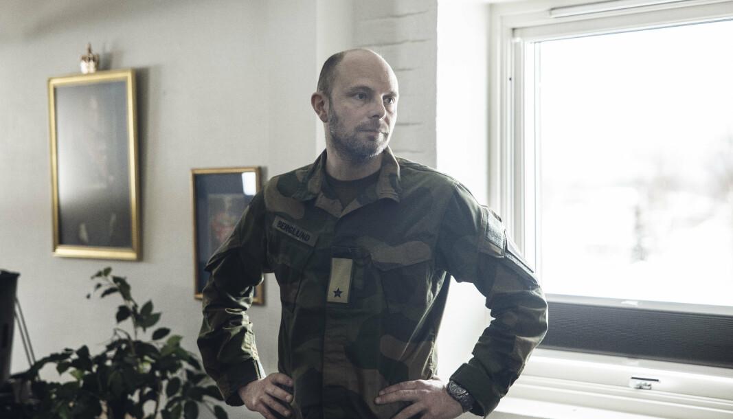 I SJEFSSTOLEN: Sjef i Brigade Nord, Pål Eirik Berglund på sitt kontor i brigadens bygg på Bardufoss.