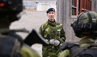 Sveriges forsvarssjef får fortsette til 2024