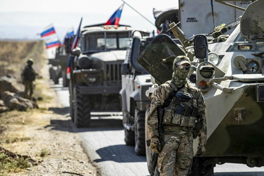 HARD FREMFERD: En russisk militærkolonne har stoppet i nærheten av landsbyen Ein Diwar i Syrias nordøstlige Hasakeh-provins 11. oktober 2020.