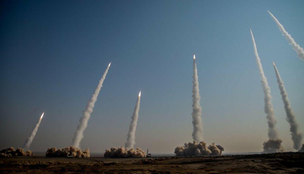 ØVELSE: Missiler avfyres under en stor militærøvelse i Iran tidligere i år.