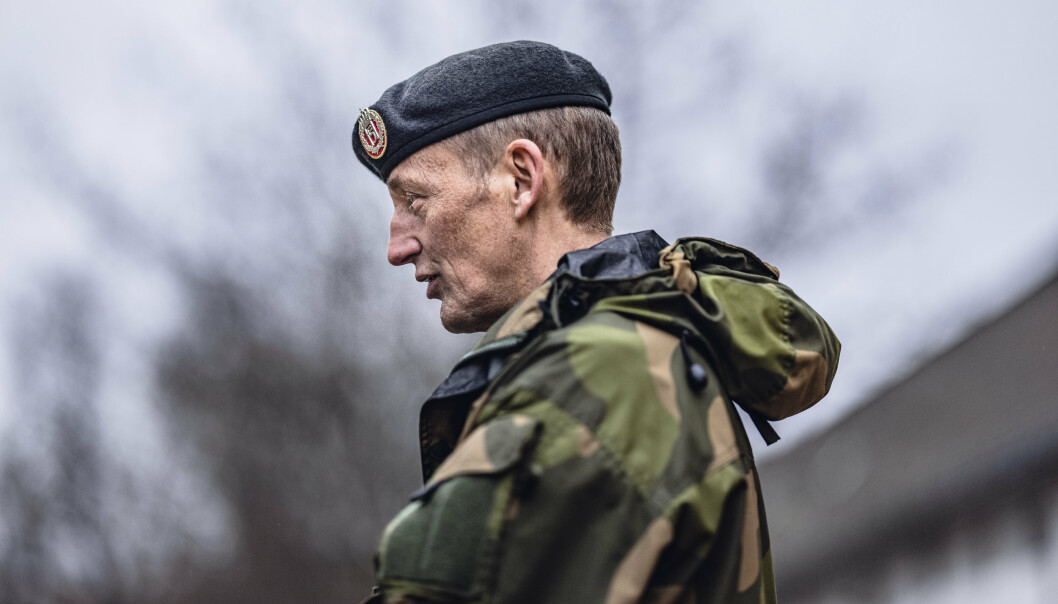 Forsvarssjef Eirik Kristoffersen sier han ville sluttet hvis jobben gikk ut over helsa. Han ber flere om å være mer åpne hvordan de har det psykisk.