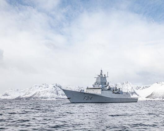 Fregatten KNM Thor Heyerdahl med innholdsrik påske: overvåket russisk militær aktivitet og hentet påskeegg i Berlevåg
