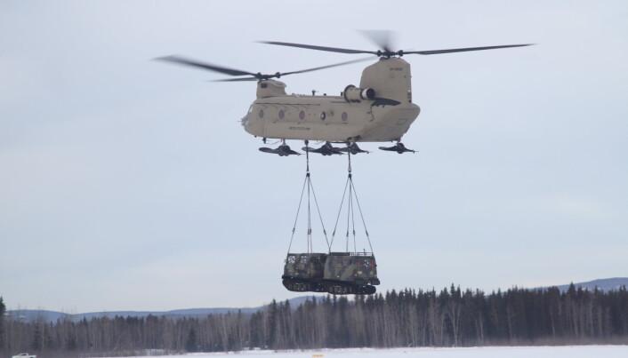 HELIKOPTER: De nye kjøretøyene skal kunne fraktes av Chinook-helikoptre.