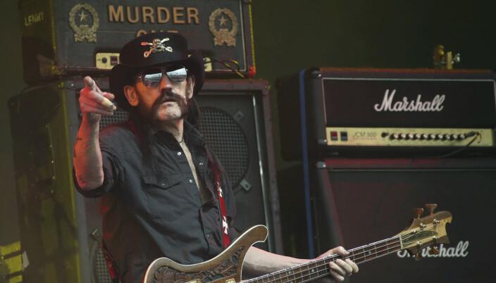 BOMBER: Lemmy Kilmister i Motörhead under en konsert i 2015.