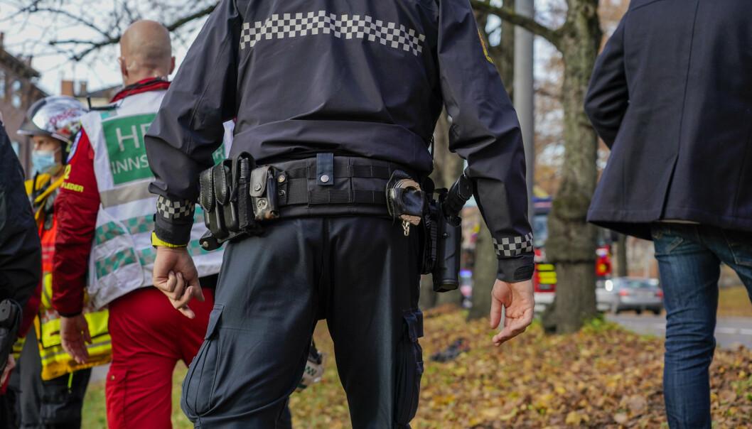 BEVÆPNING: Det er på tide med generell bevæpning av politiet, skriver ordfører Tom Myrvold. Dette bildet er fra en utrykning i forbindelse med en brann i Oslo.