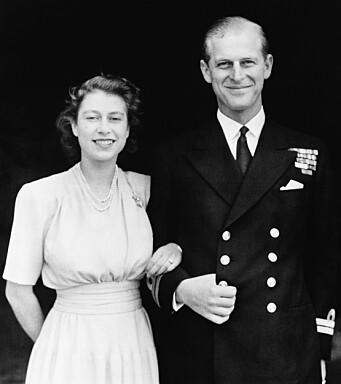 Prinsesse Elizabeth og hennes forlovede Philip Mountbatten avbildet i London i 1047.