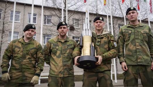TROFÉ: Norske soldater med beviset på at de er vant konkurransen.