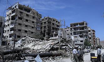 En drept og seks såret i rakettangrep i Syria