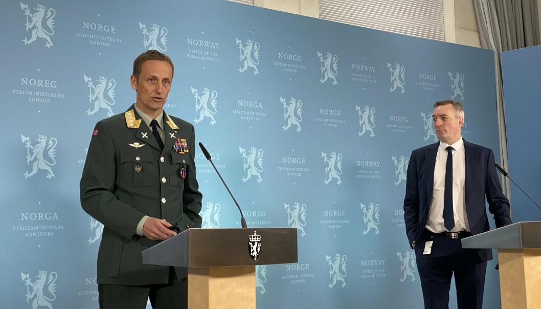 Forsvarssjef Eirik Kristoffersen og forsvarsminister Frank Bakke-Jensen under fremleggelsen av Forsvarets årsrapport.