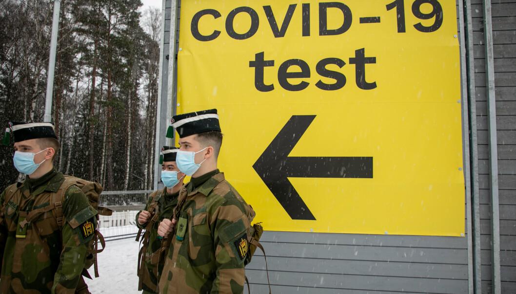 GRENSE: Personell fra Hæren ved grensen mot Sverige. Pandemoen har påført forsvaret 348 millioner kroner i økte utgifter.