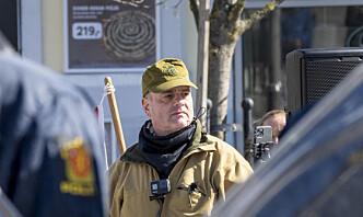 SIAN-leder gikk med Forsvarets feltlue under demonstrasjon