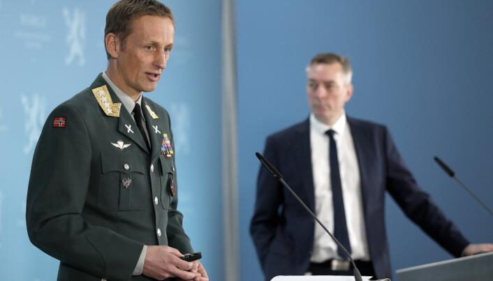ÅRSRAPPORT: Forsvarssjef Eirik Kristoffersen og forsvarsminister Frank Bakke-Jensen under fremleggingen av årsrapporten.