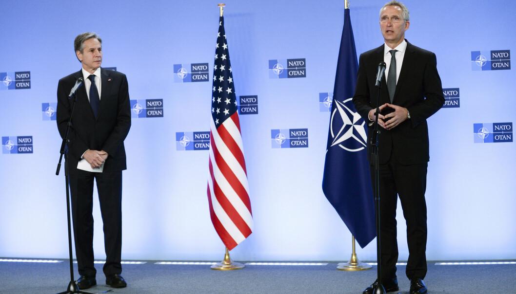 TREKKER SEG UT: NATOs generalsekretær Jens Stoltenberg sammen med USAs utenriksminister Antony Blinken.