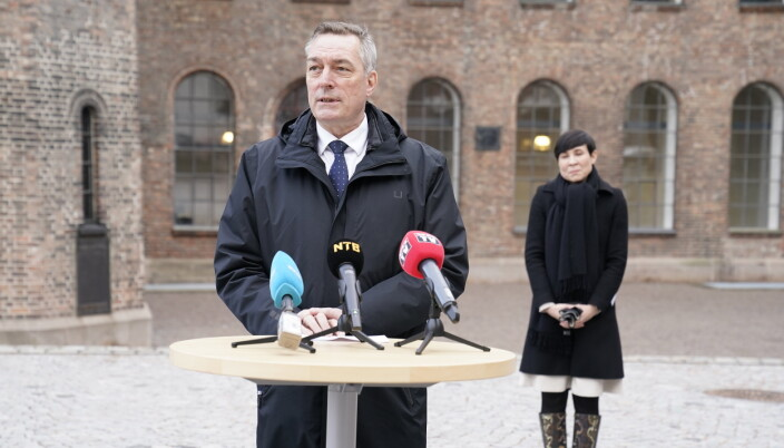 Forsvarsminister Frank Bakke-Jensen og utenriksminister Ine Eriksen Søreide møtte pressen for å informere om tilbaketrekkingen fra Afghanistan.