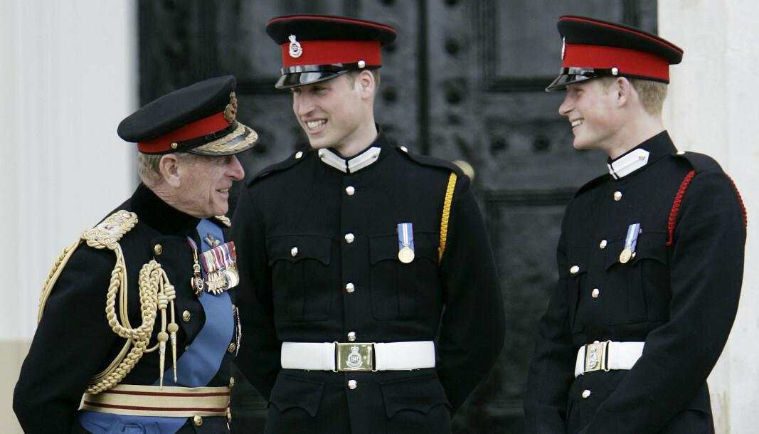 UNIFORMERT: Prins Phillip (t.v) sammen med prins William og Harry i 2014.