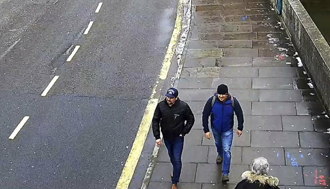 ETTERLYST: Tsjekkisk politi har etterlyst de samme to russerne som Storbritannia har siktet for nervegiftattentatet mot den tidligere russiske dobbeltagenten Sergej Skripal og hans datter i Salisbury i 2018. Her er et overvåkingsbilde av de to fra London-politiet samme år.