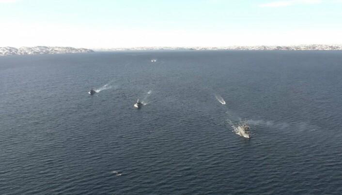 Russiske fartøyer seiler ut fra basene på Kola-Halvøya på mandag.