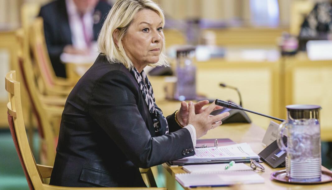 GRÅSONE: Det er en en rekke andre saker som befinner seg i en gråsone, skriver Hedda Bryn Langemyr. Monica Mæland (H) under høringen på Stortinget om planlagt salg av Bergen Engines.