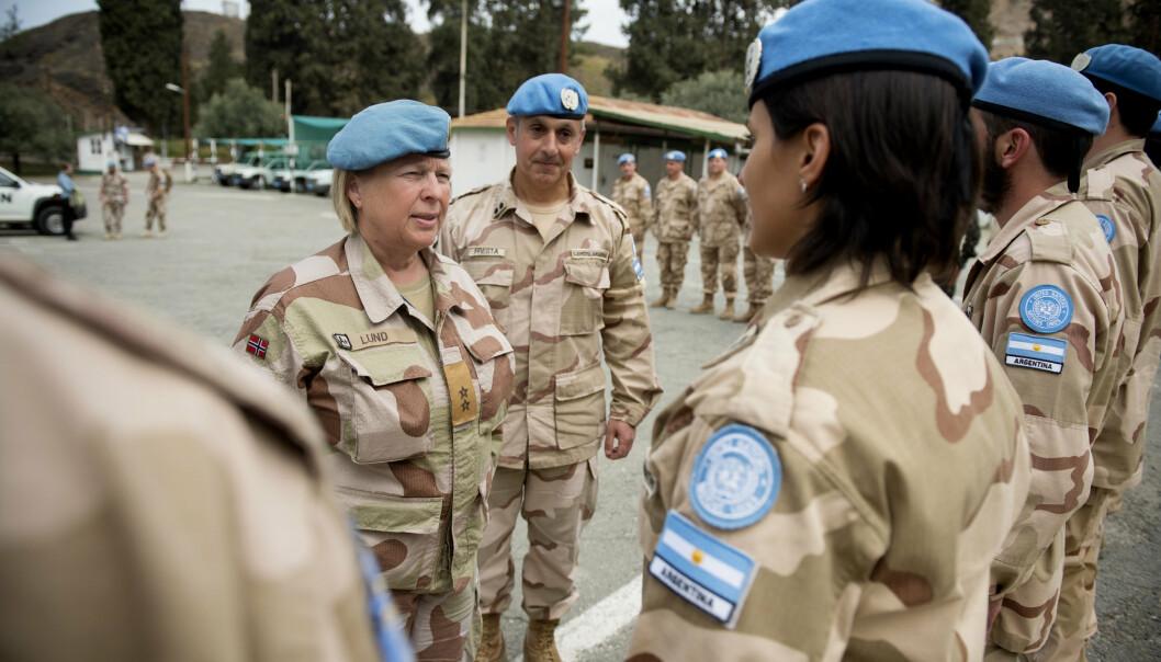 FORSVARSTOPP: Generalmajor Kristin Lund har fått flyttepenger fra både Forsvaret og FN. Nå undersøker Forsvaret dette nærmere, melder Dagens Næringsliv. Bildet er fra 2015 da hun ledet FN-styrken på Kypros.