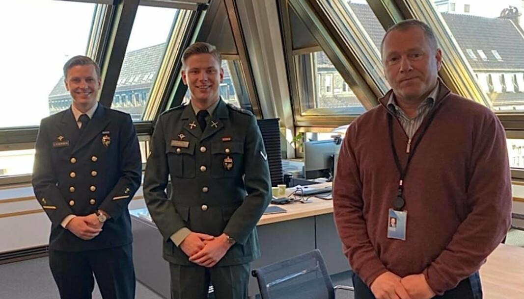 FREDAGSKAFFE: Landstillitsvalgte Ola Tollnes Lydersen og Aksel Grunnvåg sammen men Nicolai Tangen.