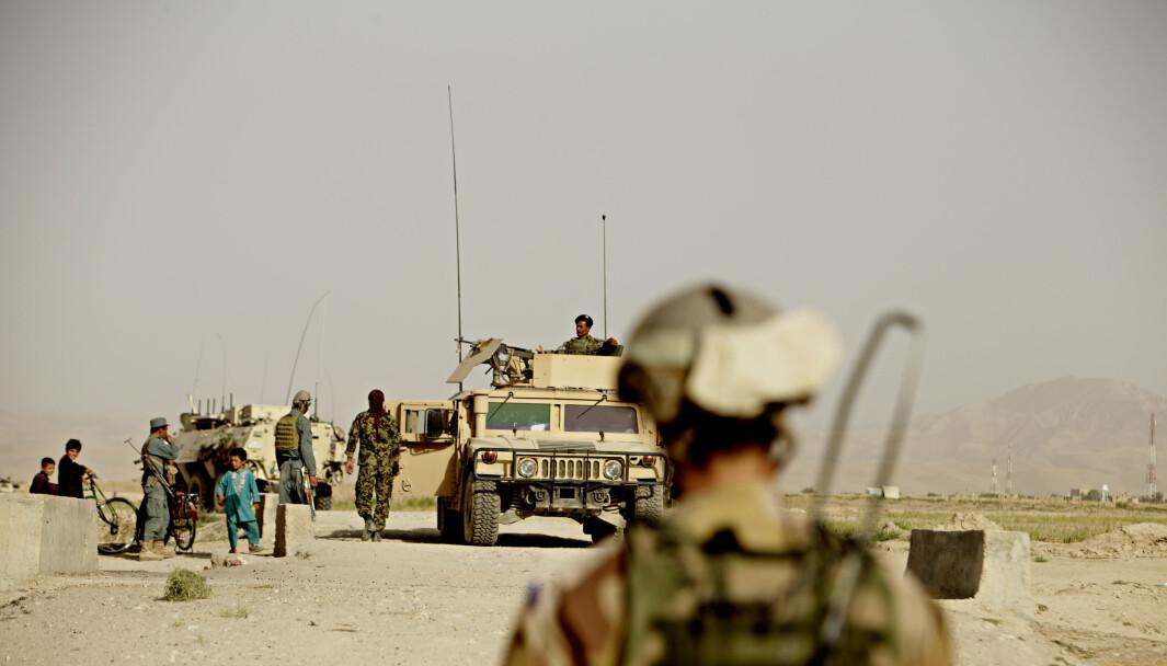 UNDERSØKELSE: Rødt mener det er behov for en ny undersøkelse av hvordan veteraner fra internasjonale operasjoner har det. Her ser vi afghanske og norske styrker på i Faryab-provinsen i Afghanistan.