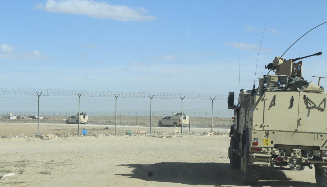 ANGREP: Rundt 30 norske soldater vokter den store Ain al-Asad-flybasen vest i Irak, som mandag ble utsatt for et nytt rakettangrep.