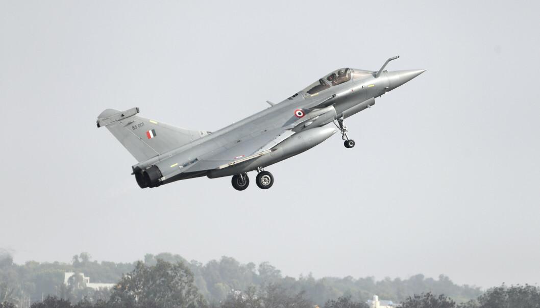 FLY: Ifølge lekkede dokumenter skal Egypt kjøpe 30 jagerfly av Frankrike. Her ser vi det franskproduserte Rafale-flyet.