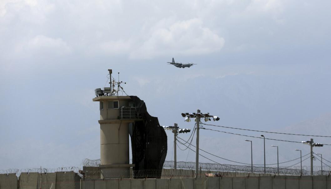 AFGHANISTAN: Et amerikansk militærfly i lufta over Bagram-basen nord i Kabul.