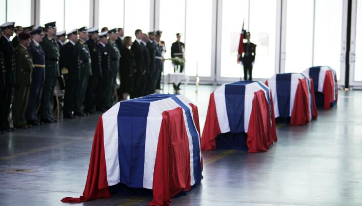 MISTET LIVET: Ti norske soldater er drept opp gjennom årene i Afghanistan. Kistene med fire av dem ankom Norge 27. juni 2010.