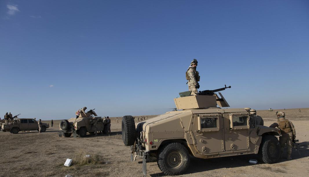 PÅ VAKT: Irakiske soldater på oppdrag i Anbarprovinen, utenfor Ain al-Asad flybasen. 30 norske soldater er utstasjonert ved flyplassen idag. Bildet er fra 2019