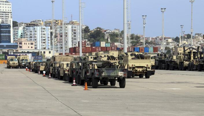 ØVELSE: Amerikanske kjøretøy på havna i den albanske byen Durres, før de skal delta i Nato-øvelsen Defender Europe.